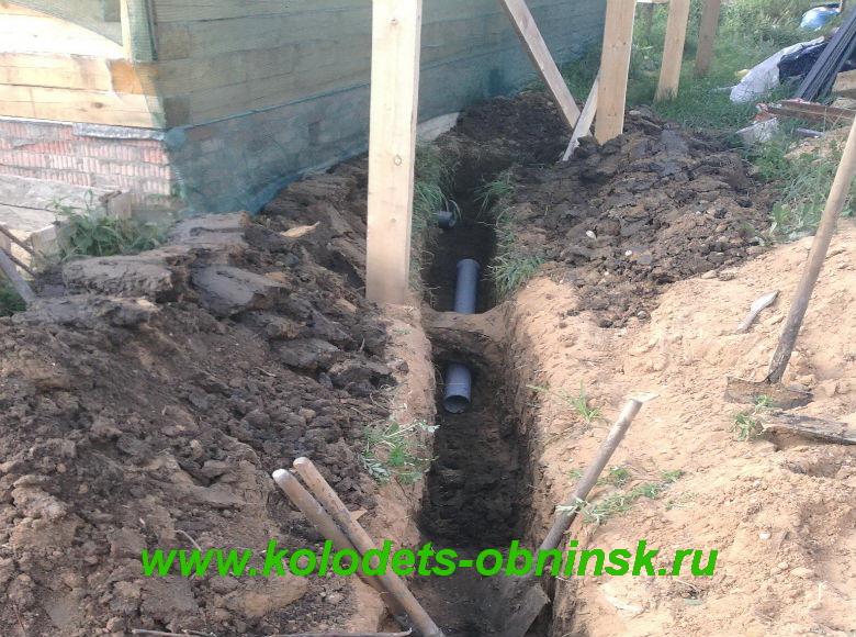 Установка канализационных труб.